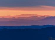 Родопите, в далечината, по време на изгрев гледани от Бузлуджа