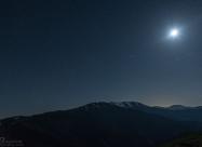 Луната над връх Вежен