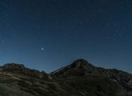 Връх Юмрука и ярката светлина на Юпитер