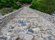 Калдъръменият път върху Дяволският мост