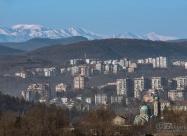 Катедралата във Велико Търново и връх Ботев на заден план