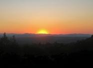 Къде ли далеч на запад залязваше слънцето? Можи би зад някой от баирите по които крачех преди дни