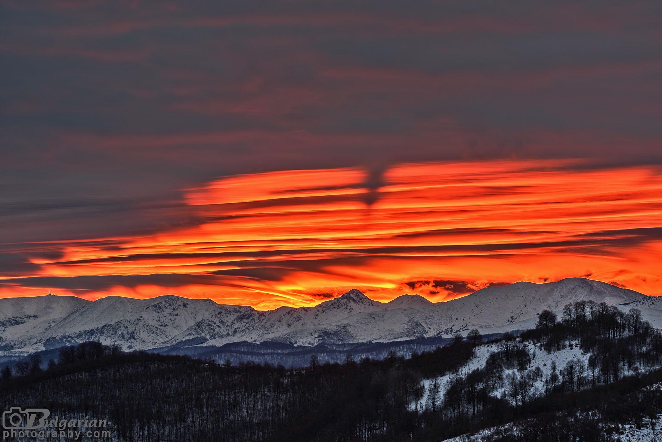 Изгрева над Стара Планина - от връх Ботев до Амбарица