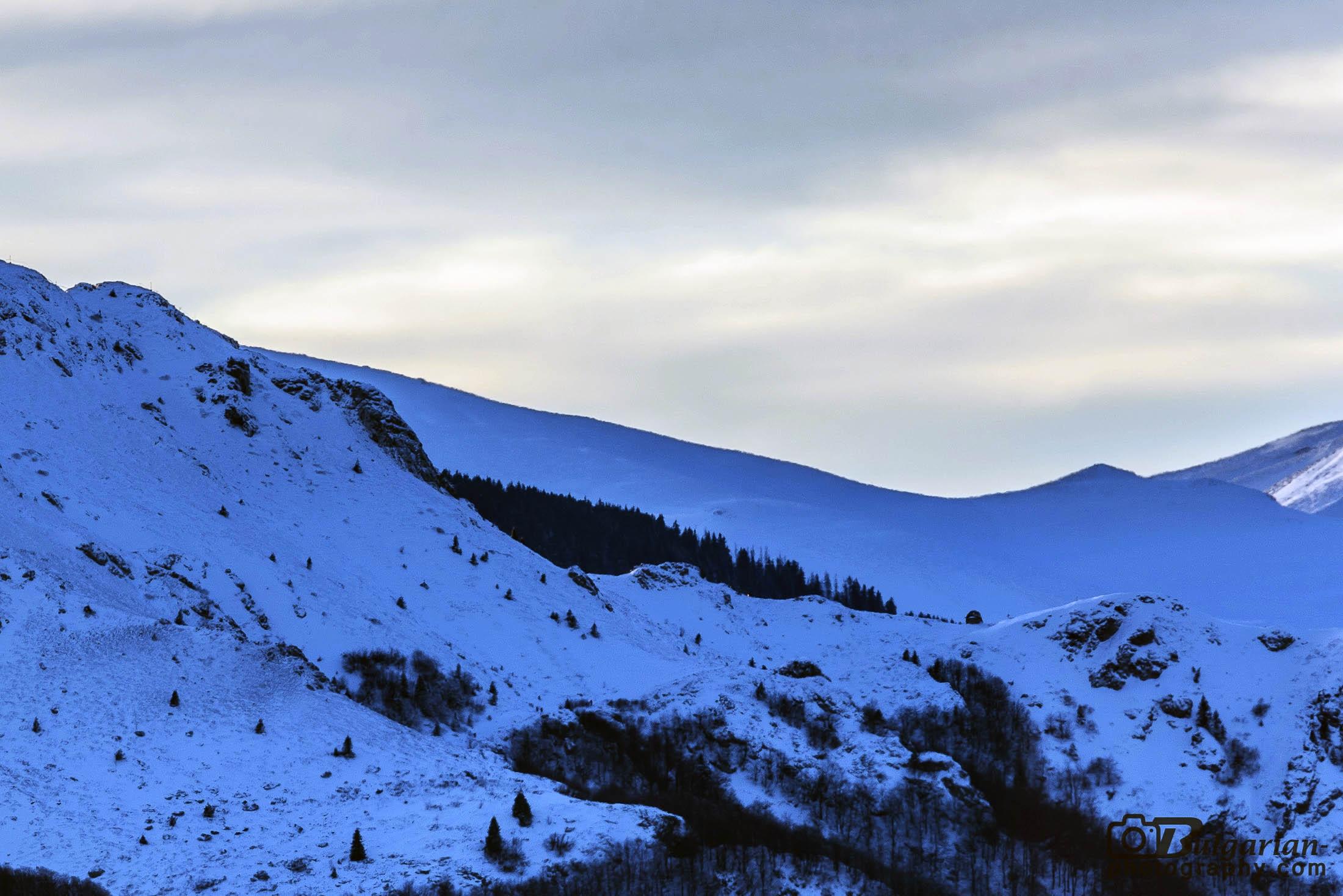 Поглед към параклиса между хижа Ехо и връх Юмрука.