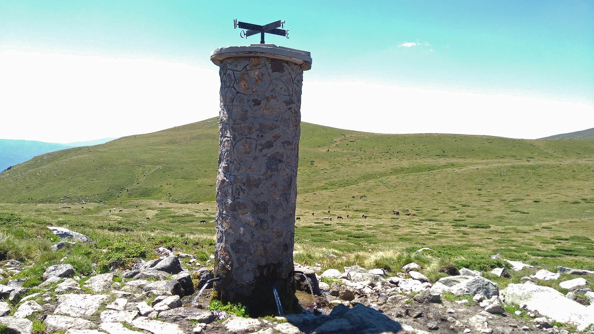 Чешмата Петте чучура или така наречените Планински извори, на които е кръстена и злополучната хижа