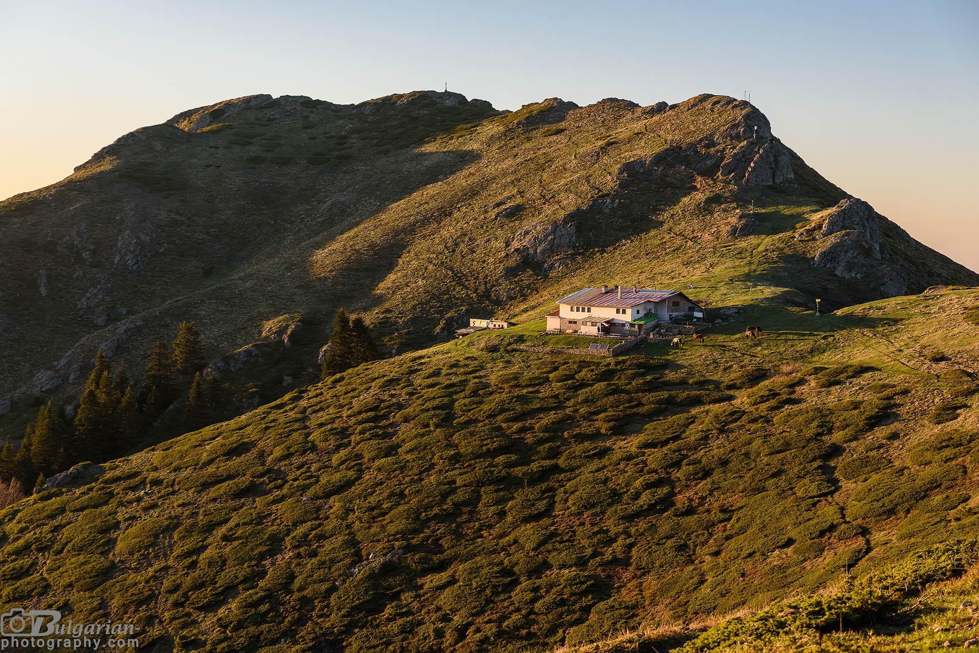 Хижа Ехо и връх Кавладан по залез