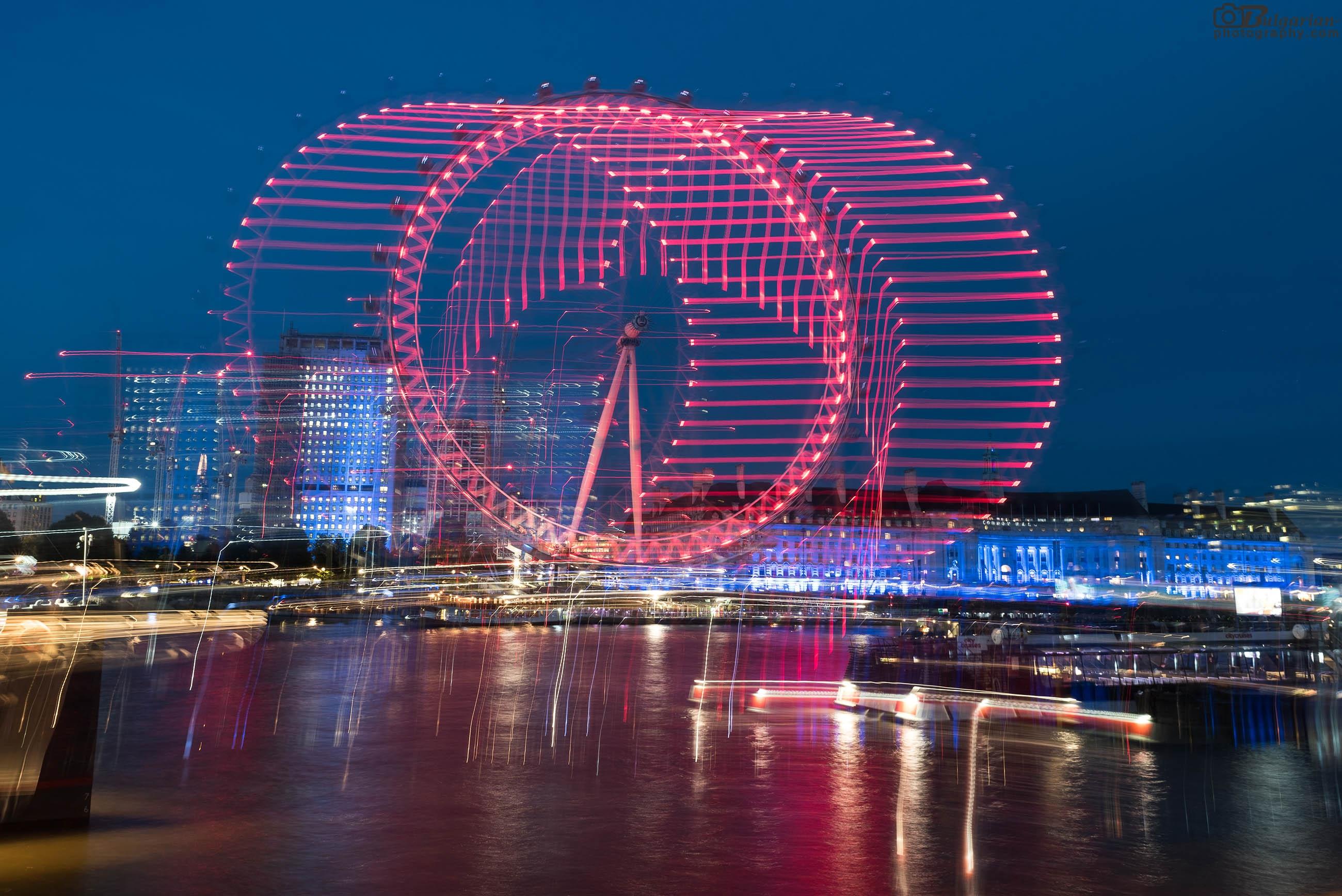 Лондонското око през нощта. Ефектът е нарочен