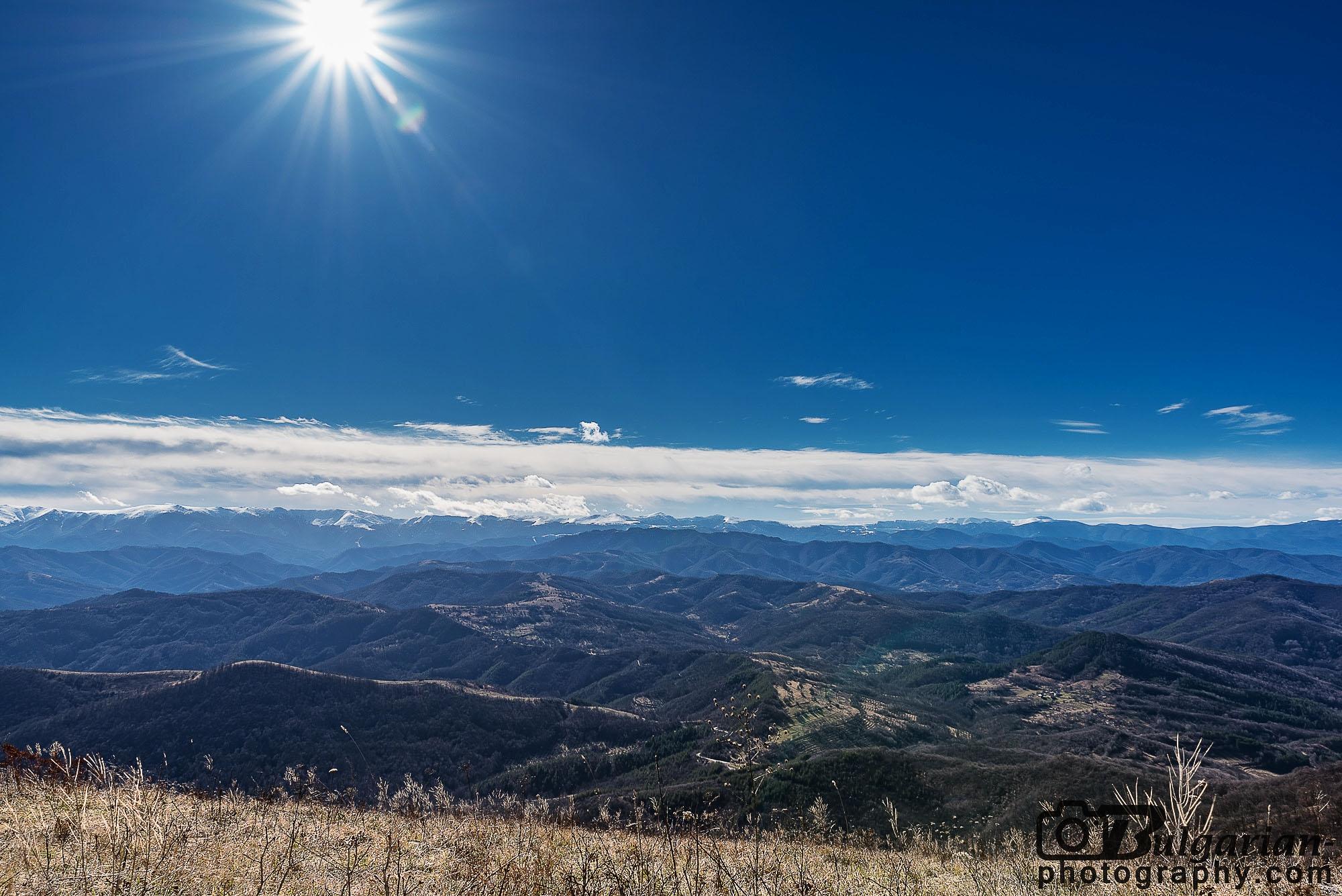 Гледка от връх Лисец към Стара Планина