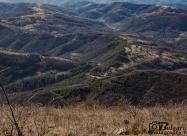 Поглед от върха надолу към пътя за Тетевен