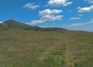 Ето я и поляната под връх Баба (горе вляво). Леко вдясно от върха се вижда и Луната