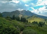 До връх Сеното. Поглед напред по пътеката към връх Ореляк