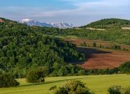 Изгледа след село Добромирка. Вижда се ясно връх Ботев