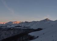 Последните лъчи на слънцето огряват алпийската част на Стара планина