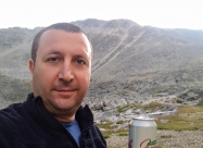 С биричка на фона на връх Мусала