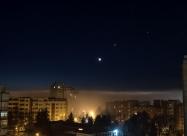 Гледката от прозореца. Луната, Венера и най-вдясно Юпитер