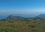 Снимка от последните 2000 метра надморска височина за прехода. Вляво е връх Марагидик