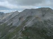 По склона на Вихрен. Поглед назад към Кутело и Кончето