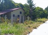 Къщата, която е точно до разклона след гара Кръстец, където пътеката се разделя.  Ако сте с гръб към къщата в ляво е така нареченият веломаршрут, по който минах и аз