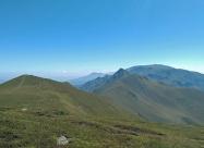 Поглед към предстоящия маршрут от връх Амбарица
