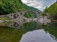 Дяволският мост с прословутото отражение