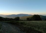 Далеч напред се вижда връх Мургаш