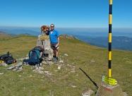 На първият двухилядник след Ком - връх Косица. Снима ни онзи англичанин