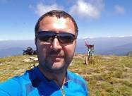 На връх Голям Купен. Виждат се и досадните летящи насекоми