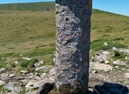 Чешмата Петте чучура и хижа Планински извори на заден план
