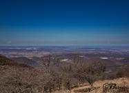 Северо-западна посока. В средата вляво се виждат скалите на Карлуковският карстов район