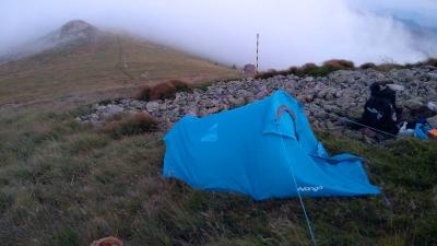 Бивакът ни в подножието на връх Вежен. Тази скала горе вляво е връх Пъпа
